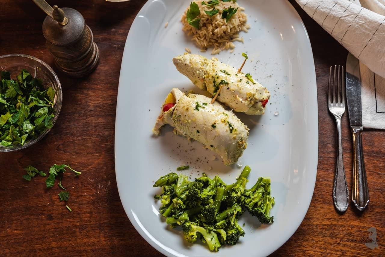 Roladki z kurczaka z ryżem i maślanymi warzywami – Thermomania