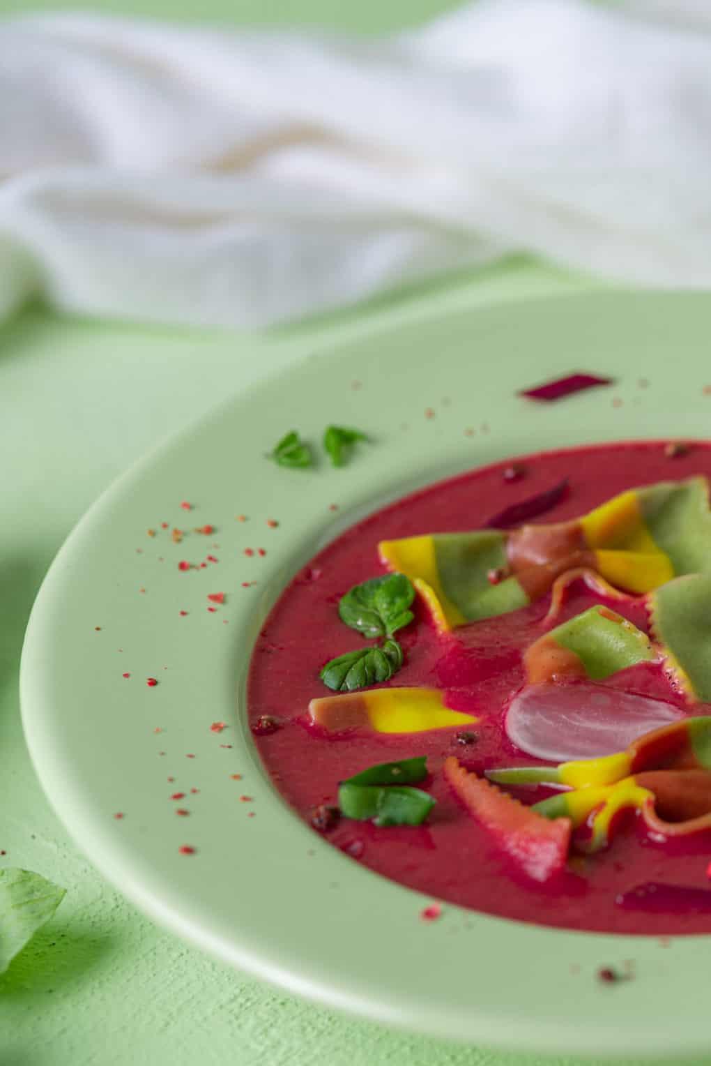 Dietetyczna zupa z rzodkiewek i botwiny